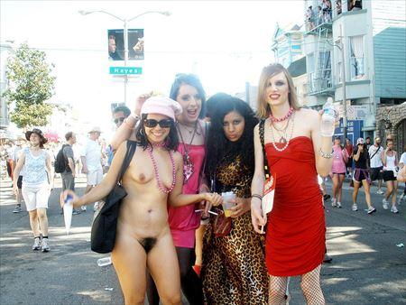 エロいカラダした外人お姉さんが街中でまっぱで変態露出してる画像が欲しいんだが[40枚] | エロコスプレ画像堂 | エロ画像,外国人,野外露出,素人,フルヌード,エロ撮影,露出プレイ
