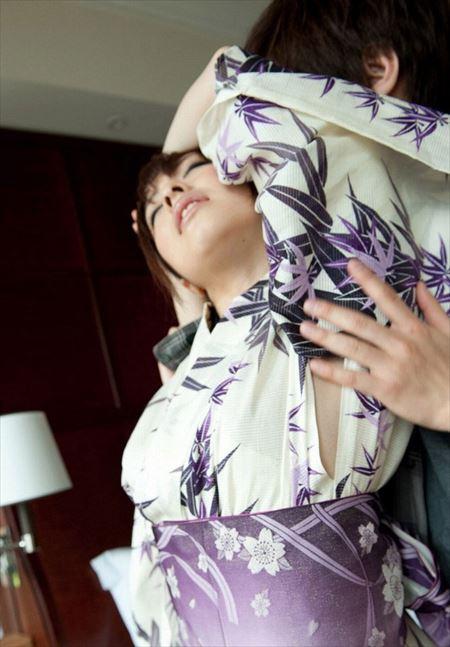 結構可愛いお姉さんが脱ぎかけ和服・着物でエロい顔してる画像で今からオナニーしてくる[29枚] | ギャルル | エロ画像,着エロ,着衣,浴衣,和装着物