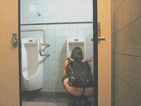 女が公衆便所で便器舐めさせられてる画像がセクシー過ぎて抜ける[38枚] | おっぱい画像とエロメガネ | エロ画像,公衆便所,SMプレイ,性奴隷,SMプレイ,調教
