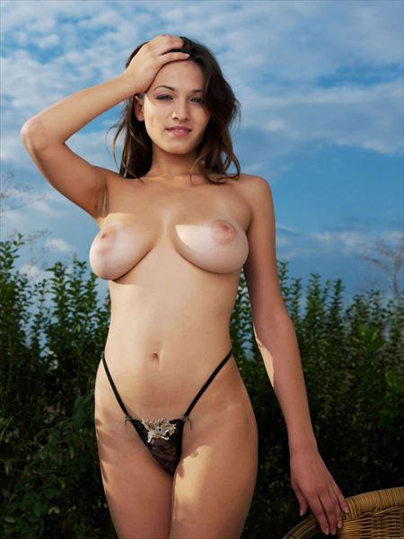 Fカップ巨乳のパフパフ美乳の外人美女が自然の中でエロい顔してる画像見ようぜ[35枚] | エロコスプレ画像堂 | エロ画像,おっぱい,巨乳,おっぱい,外国人,野外露出,素人