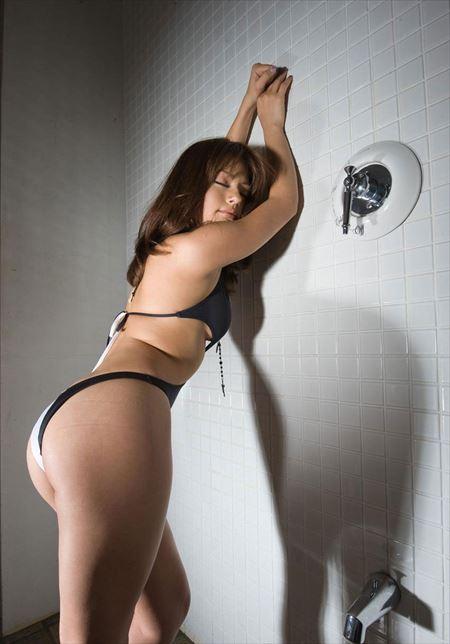 美人さんがTバックで淫乱ボディを見せてくれる画像がアツい![42枚] | ギャルル | エロ画像,下着,Tバック,エロ撮影
