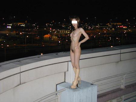 お姉さんが屋外でモロ露出してる画像って、なんでこんなエロいんだ?[39枚] | ギャルル | エロ画像,野外露出,素人,エロ撮影,露出プレイ