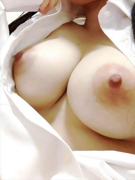 ふっくらおっぱいの脱ぎかけギャルがエロい体で誘惑してくる画像がアツい![35枚] | ギャルル | エロ画像,おっぱい,脱ぎかけ,着エロ,エロ撮影