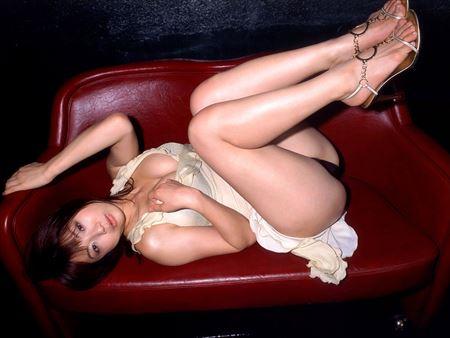 美女がエッチな美脚を丸出しにしてる画像、一見の価値あり[34枚] | ギャルル | エロ画像,太もも,脚フェチ,美脚