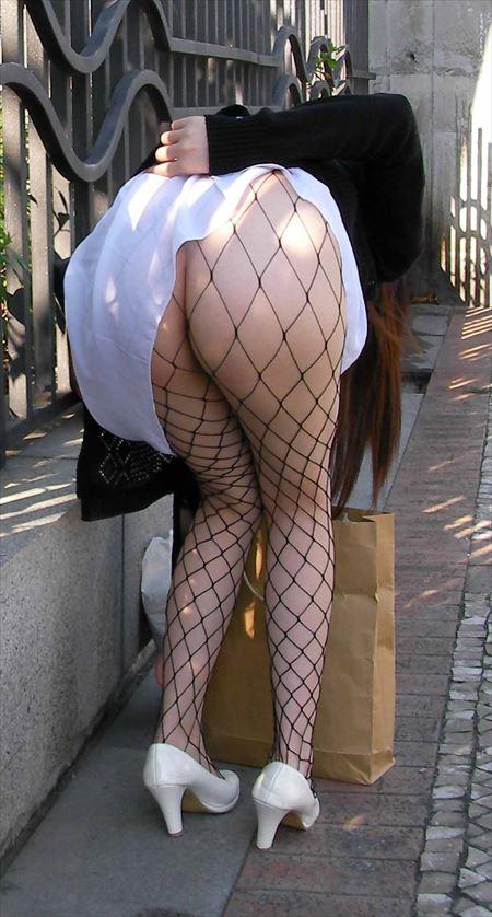 挟まれたい太もも&美脚の網タイツ女の子がエロい美脚を見せてくれる画像をお楽しみ下さい[36枚] | ギャルル | エロ画像,美脚,ボディライン,スレンダー,脚フェチ,網タイツ,コスプレ,太もも,脚フェチ,美脚
