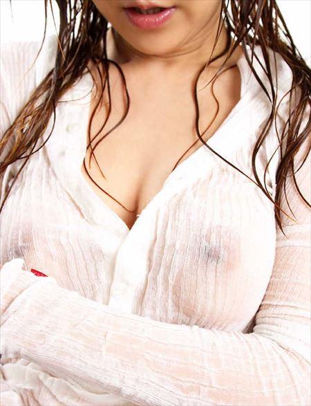 お姉さんがノーブラで乳首スケてる画像で、まったりシコシコ[25枚] | ギャルル | エロ画像,乳首,チラリズム,ノーブラ,着エロ