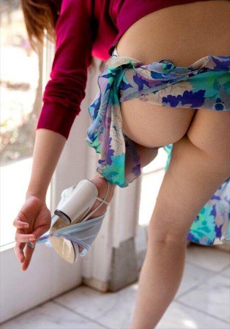 脱ぎかけお姉さんの尻画像をじっくり楽しむスレ[54枚] | ギャルル | エロ画像,お尻,デカ尻,脱ぎかけ,着エロ