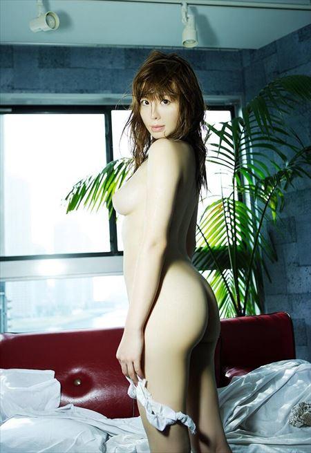 パンティ脱ぎかけ美女が卑猥なお尻と太ももを見せつけてくる画像、一見の価値あり[54枚] | Tバック好きのお尻フェチ画像ブログ | エロ画像,お尻,デカ尻,脱ぎかけ,着エロ,下着フェチ