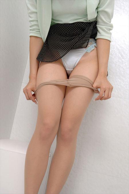 服脱ぎかけのお姉さんがエロい事してる画像をご覧ください[34枚] | Tバック好きのお尻フェチ画像ブログ | エロ画像,脱ぎかけ,着エロ