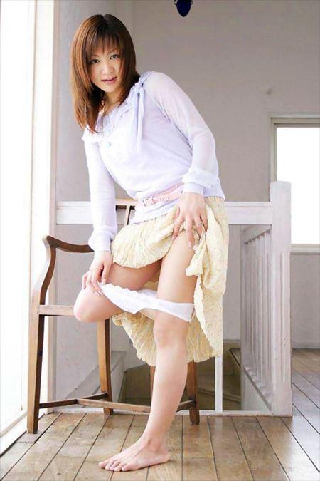 パンツ脱ぎかけギャルが男を誘惑してる画像で今からオナニーしてくる[36枚] | エロコスプレ画像堂 | エロ画像,脱ぎかけ,着エロ,下着フェチ,エロ撮影