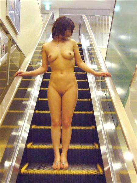 女の子が全裸でナマ露出してる画像をじっくり楽しむスレ[34枚] | エロコスプレ画像堂 | エロ画像,フルヌード,エロ撮影,露出プレイ