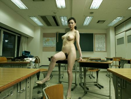 エロいカラダした高校教師が放課後の教室でエロエロになった画像がアツい![32枚] | おっぱい画像とエロメガネ | エロ画像,女教師,教室プレイ,エロ撮影
