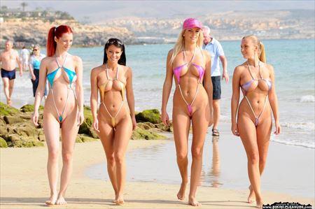 外人美女が町中で全裸で露出してる画像まとめ[40枚] | ギャルル | エロ画像,外国人,野外露出,素人,フルヌード,エロ撮影,露出プレイ