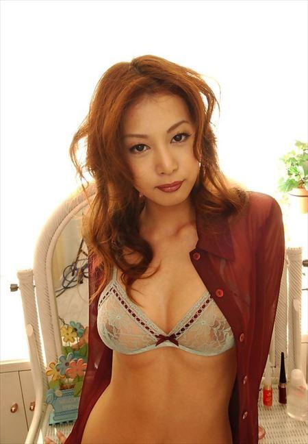 服脱ぎかけの美人がエロエロになってる画像がマジエロ過ぎ[33枚] | ギャルル | エロ画像,脱ぎかけ,着エロ