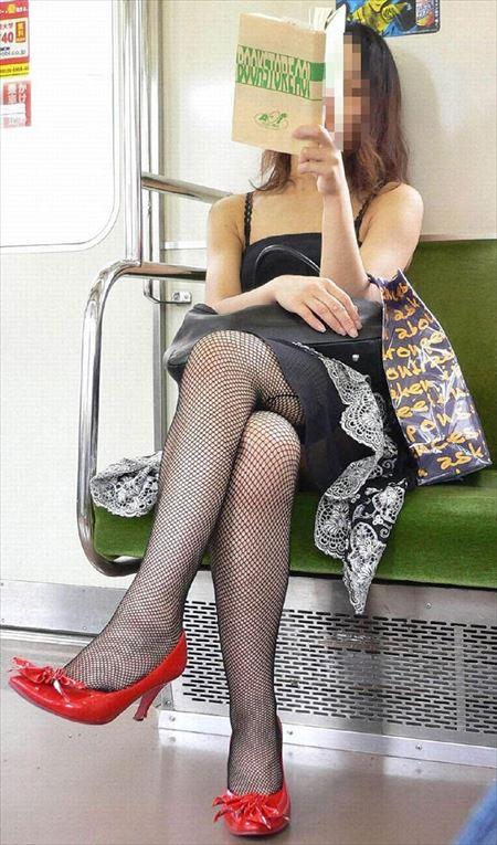 エロい美脚の網タイツ美女がエロ脚と太ももを見せてくれる画像がマジエロ過ぎ[38枚] | ギャルル | エロ画像,美脚,ボディライン,スレンダー,脚フェチ,網タイツ,コスプレ,太もも,脚フェチ,美脚