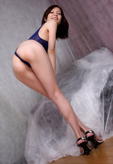 人妻さんがエロい脚のラインを強調してる画像を今晩のオカズにww[32枚] | 日刊:熟女と人妻エロス | エロ画像,太もも,脚フェチ,美脚