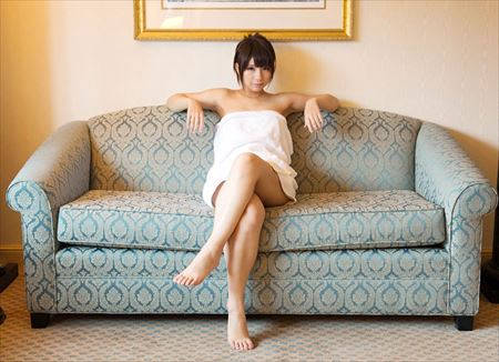 エッチ好きそうな美女が足を組んで太もも丸出しでエロポーズしてる画像を今晩のオカズにww[24枚] | ギャルル | エロ画像,脚フェチ,太もも,脚フェチ,美脚
