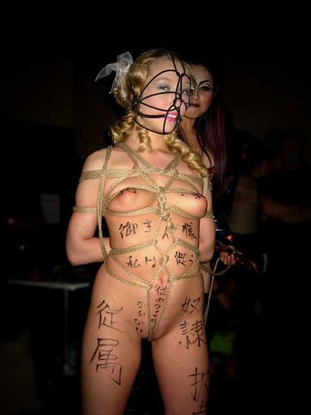 落書きされた肉便器女が路上でナマ露出してる画像が勃起不可避ww[45枚] | ギャルル | エロ画像,落書き,性奴隷,SMプレイ,性奴隷,肉便器,野外露出,素人,エロ撮影,露出プレイ