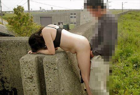 可愛い女の子が屋外で青姦でアンアン言ってる画像のエロさは尋常じゃない[35枚] | ギャルル | エロ画像,野外露出,素人,野外プレイ,青姦