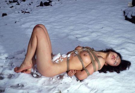 いい感じのお姉さんが雪山とか雪国でまっぱで露出してる画像で抜いてみた[27枚] | ギャルル | エロ画像,冬,フルヌード,エロ撮影,露出プレイ