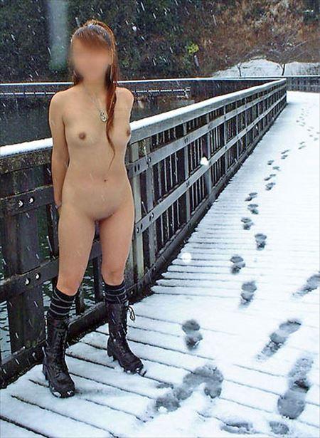 いい感じのお姉さんが雪山とか雪国でまっぱでヘンタイ露出してる画像が最高にアツい[26枚] | おっぱい画像とエロメガネ | エロ画像,冬,フルヌード,エロ撮影,露出プレイ