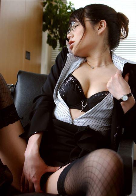 メガネ美女がエロいポーズしてる画像って、なんでこんなエロいんだ?[35枚] | ギャルル | エロ画像,メガネっ子,メガネ,エロ撮影