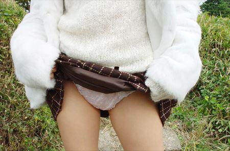 美人がスカートたくし上げてパンツ露出してる画像でオナろうぜ![32枚] | おっぱい画像とエロメガネ | エロ画像,スカートめくり,露出,変態,パンツ見せ,露出,パンモロ