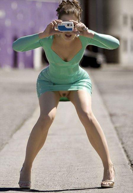 人妻がミニスカートでノーパンになってる画像をじっくり楽しむスレ[46枚] | 日刊:熟女と人妻エロス | エロ画像,ミニスカート,脚フェチ,太もも,ノーパン,露出プレイ