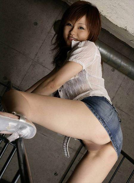女の子がミニスカートでノーパンになってる画像をうp[46枚] | おっぱい画像とエロメガネ | エロ画像,ミニスカート,脚フェチ,太もも,ノーパン,露出プレイ