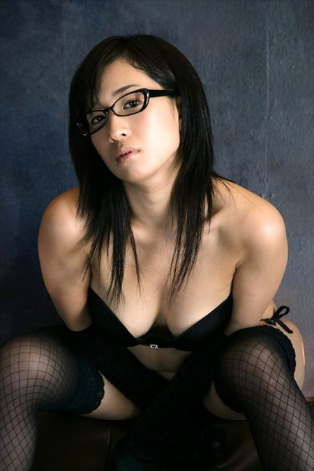 エロいカラダしたメガネ美女がエッチな事してる画像見ようぜ[35枚] | エロコスプレ画像堂 | エロ画像,メガネっ子,メガネ