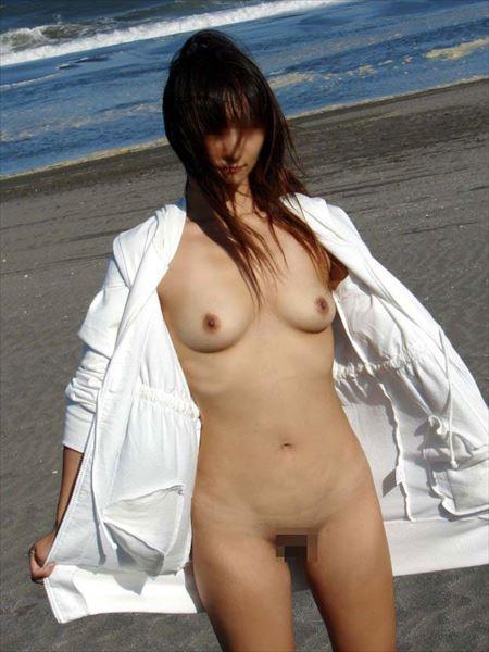 お姉さんがビーチでナマ露出してる画像でシコシコしましょう[36枚] | 日刊:熟女と人妻エロス | エロ画像,野外露出,素人,エロ撮影,露出プレイ
