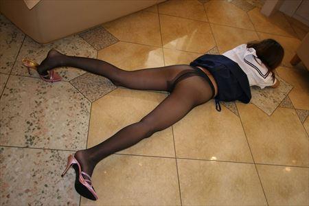 色気のあるお姉さんがストッキングでノーパンになって興奮してる画像がめちゃシコ[27枚] | ギャルル | エロ画像,ストッキング,脚フェチ,太もも,ノーパン,露出プレイ