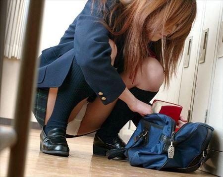 女の子がしゃがんで無防備にもパンチラしちゃった画像をどうぞ[45枚] | ギャルル | エロ画像,チラリズム,パンチラ