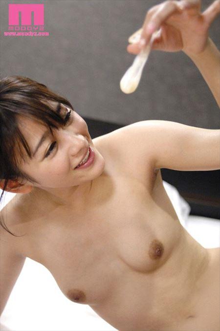 美女がさっき挿入されてたコンドームで遊んでる画像から目が離せない[31枚] | ギャルル | エロ画像,エロ撮影,セックス直前・直後,事後,コンドーム,射精,ぶっかけ