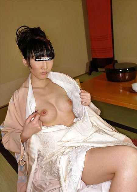 エッチ好きそうなお姉さんが和服・着物肌蹴チラリでHな感じになってる画像でシコシコしましょう[33枚] | ギャルル | エロ画像,着エロ,着衣,浴衣,和装着物