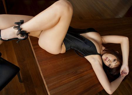 美女がエッチな美脚を丸出しにしてる画像、今週のまとめ[38枚] | ギャルル | エロ画像,太もも,脚フェチ,美脚