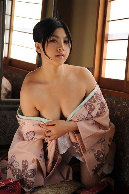 色っぽい美人さんが着物・和服チラ脱ぎでエロポーズで誘ってる画像見ようぜ[50枚] | ギャルル | エロ画像,着エロ,着衣,浴衣,和装着物