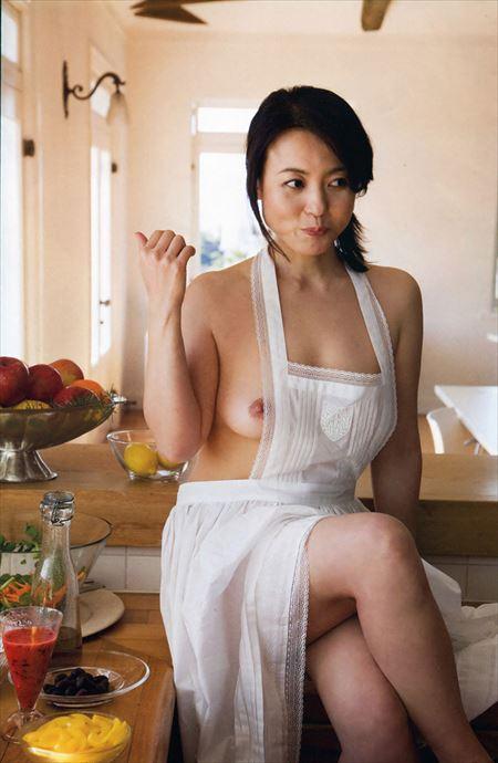 奥様が裸エプロン姿でエッチな事してくれる画像で今からオナニーしてくる[35枚] | 日刊:熟女と人妻エロス | エロ画像,裸エプロン,コスプレ