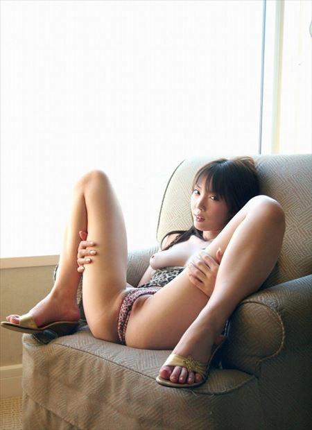 ギャルがM字開脚でマンコの盛り上がりを見せちゃう画像でシコシコしましょう[30枚] | ギャルル | エロ画像,M字開脚,マンスジ,着エロ