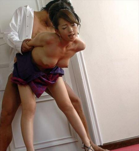 色っぽい女の子が身動きとれない状態で後背位で攻められて感じてる画像がアツい![16枚] | おっぱい画像とエロメガネ | エロ画像,バック・後背位