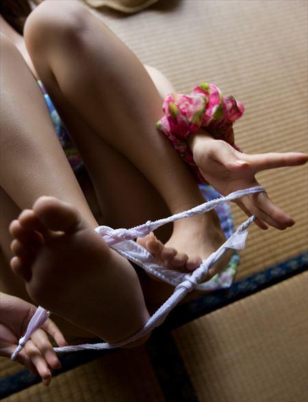 エッチ前のお姉さんが下着を脱いでる画像で、特にエロいの集めました[32枚] | ギャルル | エロ画像,エロ撮影,セックス直前・直後,愛撫,素人,脱ぎかけ,着エロ,前戯