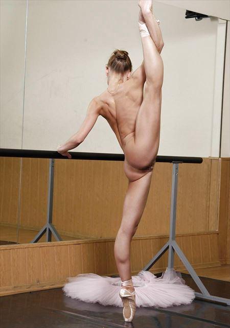 色気のあるバレエダンサーが全裸で大胆ヌードで微笑む画像を今晩のオカズにww[18枚] | おっぱい画像とエロメガネ | エロ画像,バレエダンサー,コスプレ,フルヌード,エロ撮影,ヌード