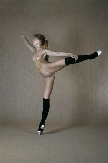 可愛いバレエダンサーが全裸で大胆ヌードで微笑む画像をどうぞ[18枚] | おっぱい画像とエロメガネ | エロ画像,バレエダンサー,コスプレ,フルヌード,エロ撮影,ヌード