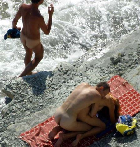 外人美女が砂浜でエロくなってる画像をお楽しみ下さい[31枚] | エロコスプレ画像堂 | エロ画像,外国人,野外露出,素人