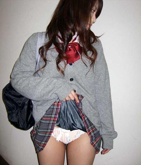 美少女がスカートめくりあげてパンティとかアソコを見せつけてくる画像[32枚] | おっぱい画像とエロメガネ | エロ画像,スカートめくり,露出,変態,美少女,疑似ロリ,パンツ見せ,露出,パンモロ
