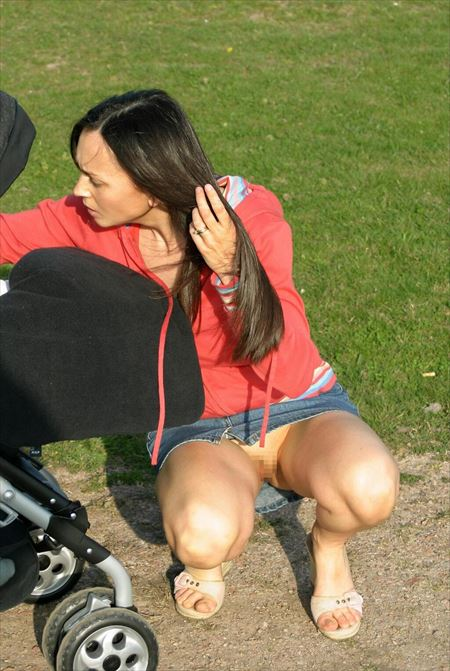 色気のある外人お姉さんが街中でノーパンになってる隠し撮り画像をじっくり楽しむスレ[30枚] | ギャルル | エロ画像,外国人,野外露出,素人,ノーパン,露出プレイ,盗撮・隠し撮り