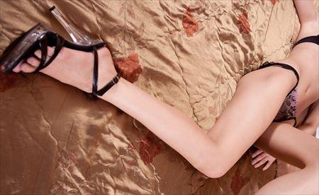 細身で綺麗な女が卑猥なポーズしてる画像、勃起まで6秒ですわ[30枚] | エロコスプレ画像堂 | エロ画像,スレンダー,太もも,脚フェチ,美脚