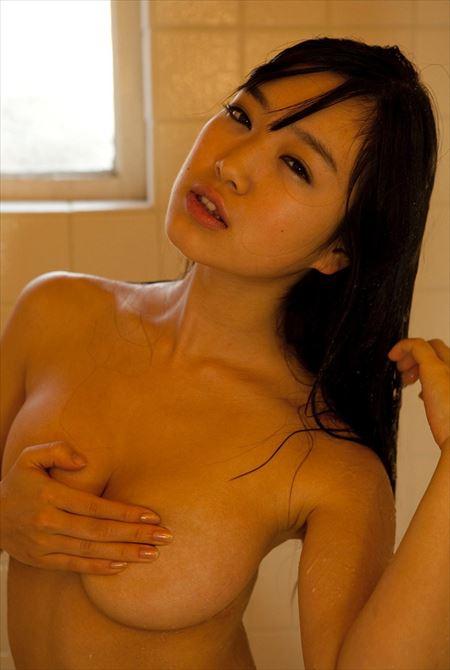 巨乳のお姉さんが手ブラでエロいサービスしてる画像が過激すぎww[30枚] | ギャルル | エロ画像,おっぱい,巨乳,手ブラ,巨乳