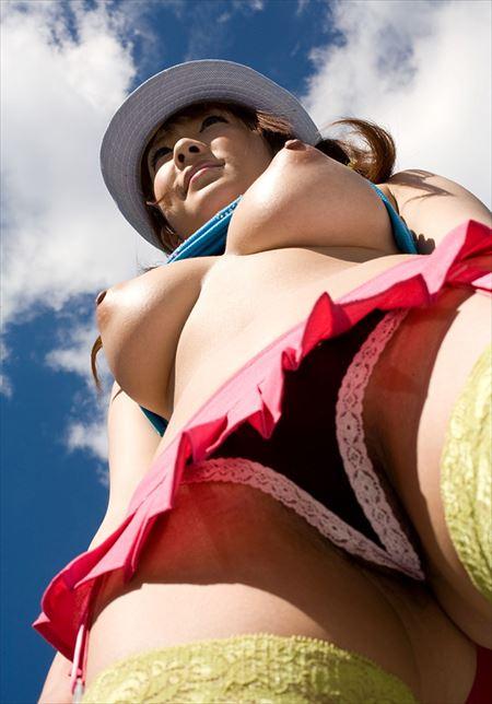 デカチチ巨乳の不倫人妻が下から見上げられちゃう画像でオナろうぜ![32枚] | 日刊:熟女と人妻エロス | エロ画像,おっぱい,巨乳,エロ撮影,盗撮,露出,ローアングル