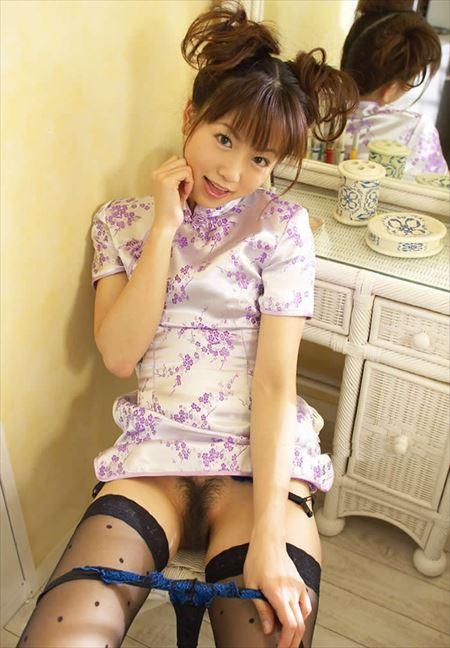 陰毛濃いめのパンティ脱ぎかけ女の子がHなサービスしてくれる画像で、まったりシコシコ[35枚] | ギャルル | エロ画像,陰毛,脱ぎかけ,着エロ,下着フェチ